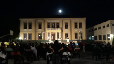 Photo of Εκδηλώσεις Αυγούστου: Κάπου ειναι Μανινάκης και στο τέλος Κηλαηδόνης